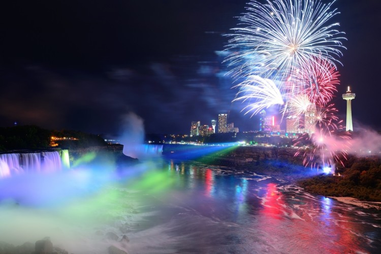 Niagara Falls illuminated in gorgeous light show